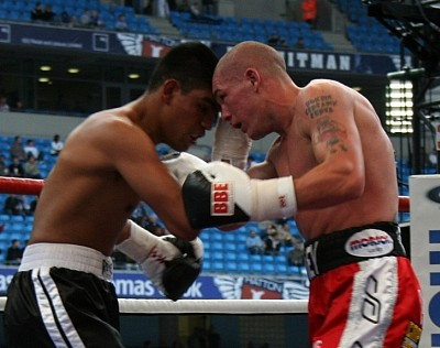 MoorevsHerrera1 Ringside Boxing Report: Jamie Moore vs. Esau Herrera
