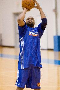 RoyJonesJrKnicks1 Roy Jones Dusts Off Basketball Shoes To Practice With The Knicks