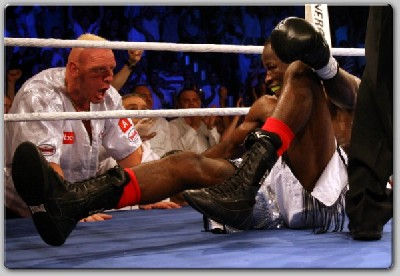 Bonsu am Boden1 Arena Boxing: Aydin KOs Bonsu In 9 For European Title