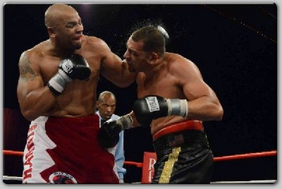 Harrisrossy1 Maurice Harris Retains USBA with Thrilling TKO in 12th
