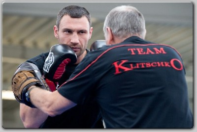 Klitschko 7 trainer1 Boxing In Germany: Klitschko, Sosnowski Workout Draws 2,000 Fight Fans