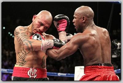 MayweatherCottofight1 Mayweather Wins WBA Belt Over Cotto In Thriller