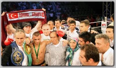 Sieger Selcuk1 Arena Boxing: Aydin KOs Bonsu In 9 For European Title