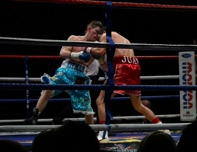 hatton lazcano fight1 Hatton and Malignaggi Claim Victory in the United Kingdom