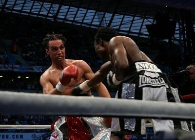 malignaggi ndou fight1 Hatton and Malignaggi Claim Victory in the United Kingdom