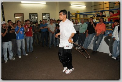 morales workout21 Mexican Boxing Icon Erik Morales Ready For Alfaro Clash