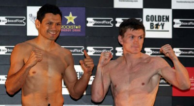 rickandlazcano wi1 Boxing Weigh in Results and Photos: Ricky Hatton Vs Juan Lazcano + Undercard